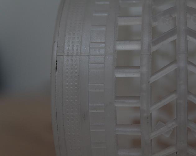 Particolare tubetto in plastica con finiture