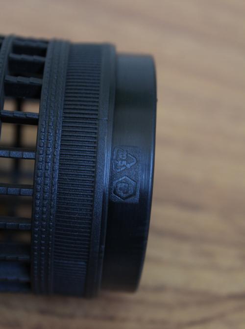 Particolare punta tubetto in plastica con finiture